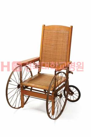 의료박물관 주요소장품 : 휠체어